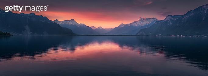 Panoramic Scenery of Lake Geneva With Mountains Range at Sunrise in Vevey, Switzerland - gettyimageskorea