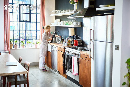 Woman wearing pyjamas making tea on weekend, relaxation, morning routine, domestic life - gettyimageskorea