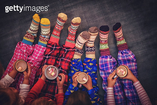 Cute Little Kids in Pyjamas and Christmas Socks Drinking Hot Chocolate with Marshmallows for Christmas - gettyimageskorea