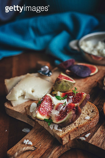 Brown Bread with Goat Cheese and Fresh Figs - gettyimageskorea