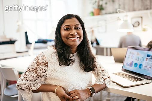 Multi-ethnic teamwork in coworking office - gettyimageskorea