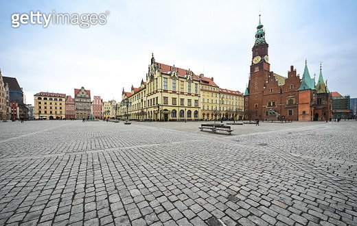 """Wide angle image of medieval """"Rynek square"""" (Market square) in Wroclaw, Silesia, Poland - gettyimageskorea"""