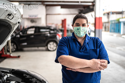 Portrait of auto mechanic woman with face mask at auto repair shop - gettyimageskorea