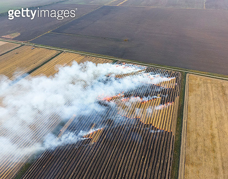 Burning Straw In The Fields After Harvesting Wheat Crop - gettyimageskorea