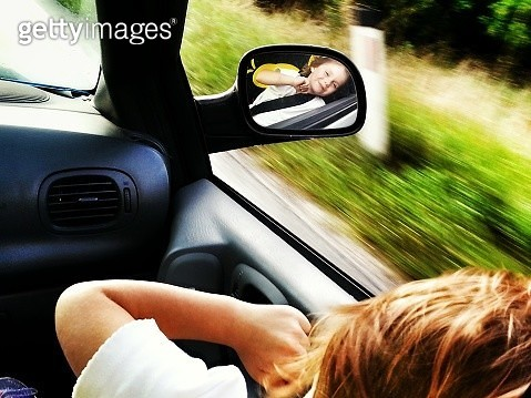 High Angle View Of Happy Girl Peeking Through Window While Traveling In Car - gettyimageskorea