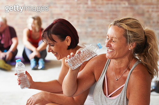 Taking a break in an exercise class at the gym - gettyimageskorea