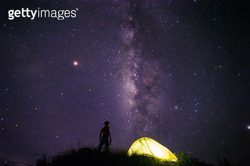 Man andTents under milky way galaxy with stars on a night sky background. - gettyimageskorea