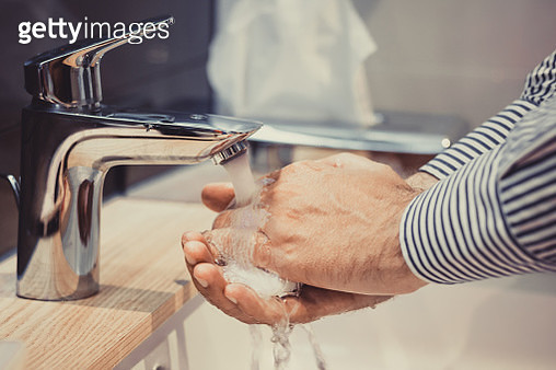 Cropped Image Of Man Washing His Hands In Sink - gettyimageskorea