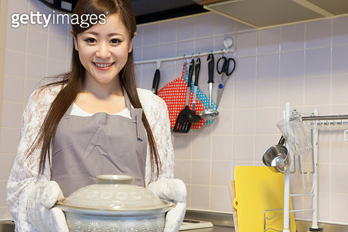 Japanese woman to cook - gettyimageskorea