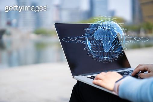 uses laptop on virtual visual screen - gettyimageskorea