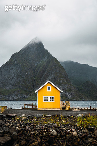 Norway, Lofoten, remote yellow house at rocky coast - gettyimageskorea