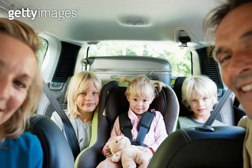 Family in car, smiling at camera - gettyimageskorea