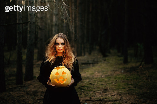 Halloween. yellow pumpkin. beautiful girl in a black dress in the forest. - gettyimageskorea