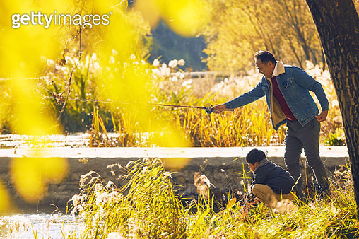 The grandson accompany old man fishing - gettyimageskorea