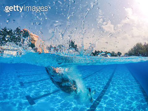 Jumping into the swimming pool - gettyimageskorea