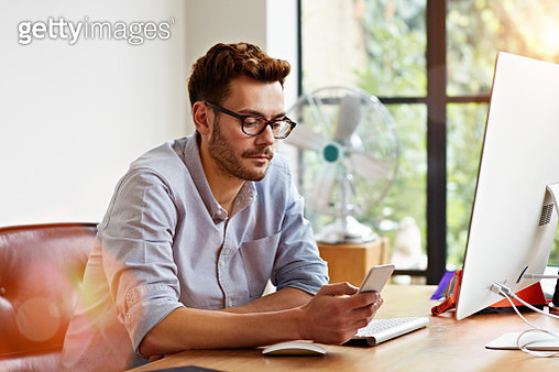 Staying connected during work - gettyimageskorea
