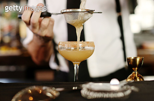 A cocktail being served at a bar - gettyimageskorea