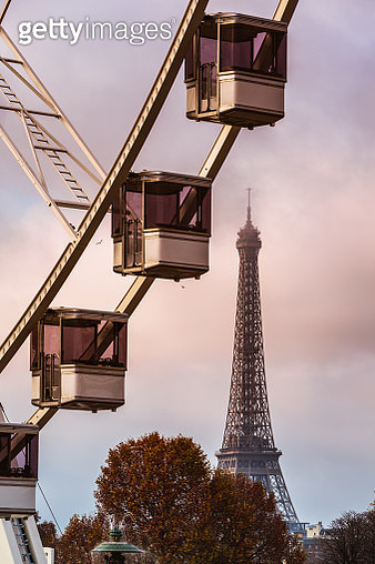 Eiffel tower and Ferris wheel at sunset, Paris, France - gettyimageskorea