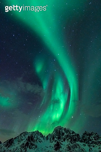 Northern Lights, Aurora Borealis over the Lofoten Islands in Northern Norway during winter - gettyimageskorea