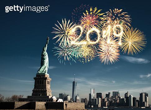 new york city skyline with fireworks - gettyimageskorea