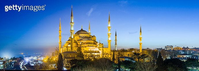 View of the Blue Mosque (Sultan Ahmet Camii) - gettyimageskorea