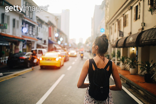 Traveller woman exploring the Singapore Chinatown - gettyimageskorea