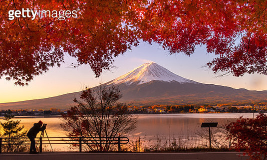 Mt Fuji in autumn view from lake Kawaguchiko - gettyimageskorea