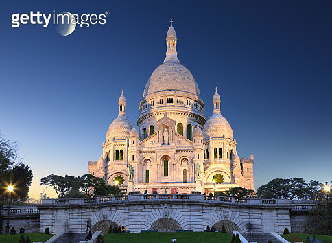 The Church of basilica du sacre coeur of Montmartre Paris with a peaceful serene atmosphere night - gettyimageskorea