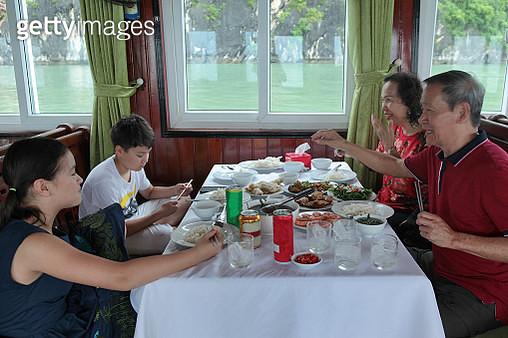 Grandparents having lunch with grandchildren on tourboat. - gettyimageskorea