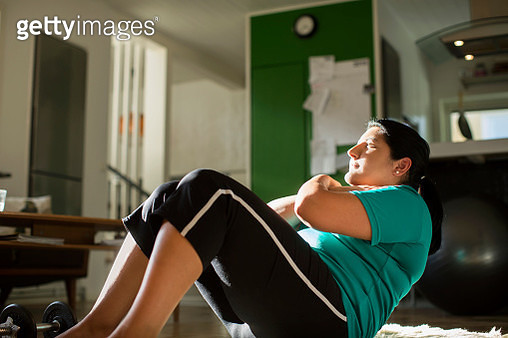 Woman doing sit ups - gettyimageskorea