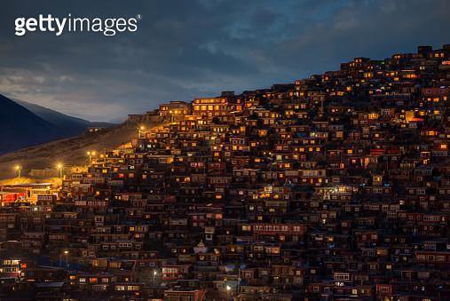 Larung Gar Buddhist Academy, Larung Valley, Sichuan Province, China. - gettyimageskorea