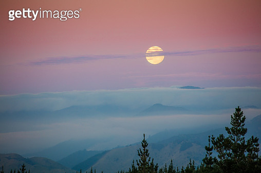 Moonrise on South Island, New Zealand - gettyimageskorea