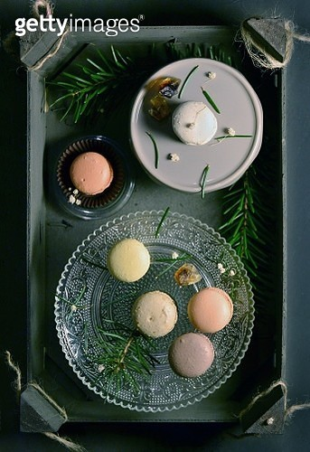 Directly Above Shot Of Macaroons And Herbs In Wooden Container - gettyimageskorea