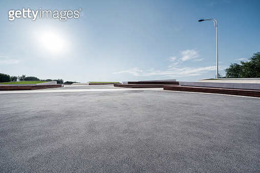 Large empty parking lot for car ads. - gettyimageskorea