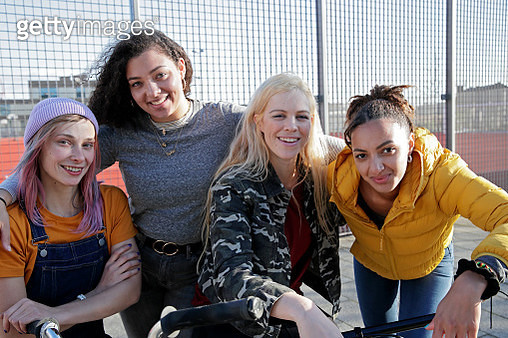 Diverse group of young women smiling towards camera, arm around, friendship, togetherness - gettyimageskorea