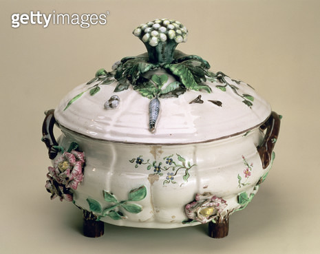 <b>Title</b> : Covered tureen, decorated with applied ornament of flowers and vegetables, by Johan Ludwig Eberhard Ehrenreich (1722-1803), Mari<br><b>Medium</b> : earthenware with applied ornament and polychrome painting<br><b>Location</b> : Hermitage, St - gettyimageskorea