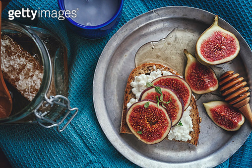 Brown Bread with Cottage Cheese, Figs and Honey - gettyimageskorea
