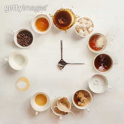 A variety of coffee drinks in a clock shape. - gettyimageskorea