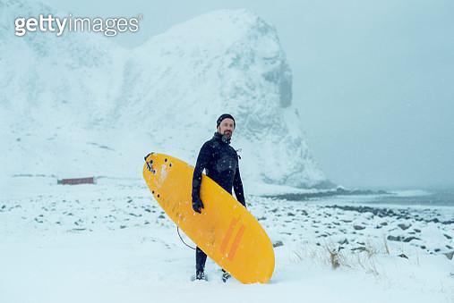 Arctic surfing at Unstad - gettyimageskorea