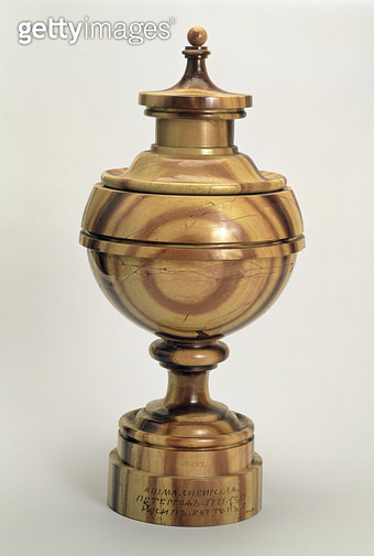 <b>Title</b> : Globe-shaped covered vase by Joseph Bottom (1711-78), Peterhof Factory, 1777 (Yamsk jasper)<br><b>Medium</b> : Yamsk jasper<br><b>Location</b> : Hermitage, St. Petersburg, Russia<br> - gettyimageskorea