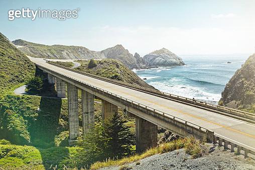 empty bridge overlooking the sea - gettyimageskorea