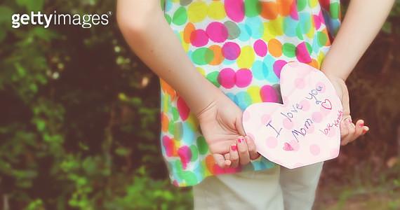 girl holding letter - gettyimageskorea