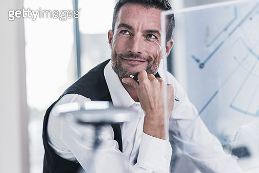 Businessman working in office, using futuristic computer with a transperant screen - gettyimageskorea
