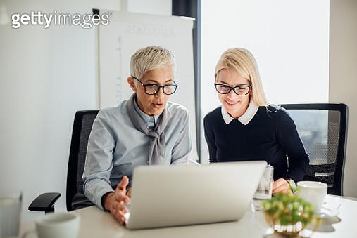 Business women using laptop - gettyimageskorea