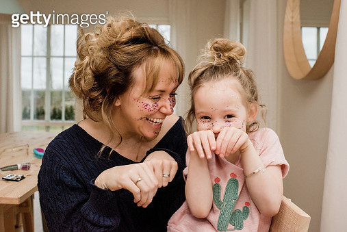 mother and daughter pulling silly faces whilst playing at home - gettyimageskorea