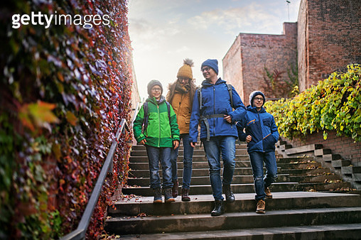 Father with three kids sightseeing city of Brno. Family is walking near the city walls covered in colorful ivy. Sunny autumn day.Nikon D850 - gettyimageskorea
