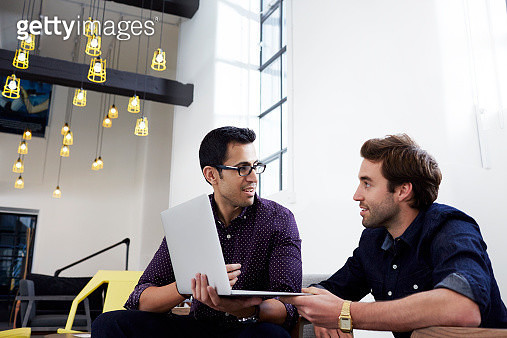 Work colleagues in modern office brainstorming. - gettyimageskorea