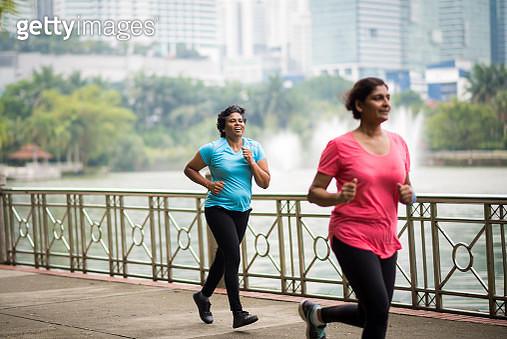 Active senior women enjoying a healthy lifestyle - gettyimageskorea