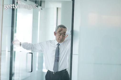 Tired senior businessman - gettyimageskorea