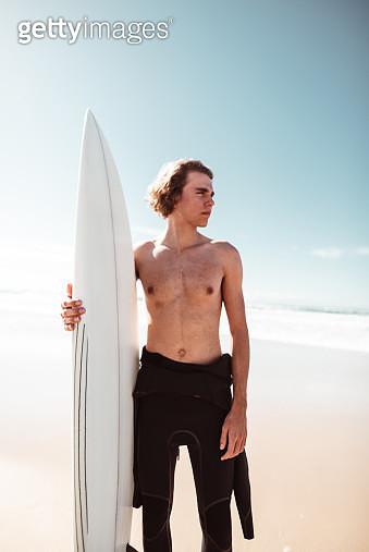 surfer have fun on the beach in australia - gettyimageskorea